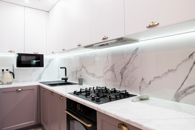 Interno della moderna cucina arredata Foto Gratuite