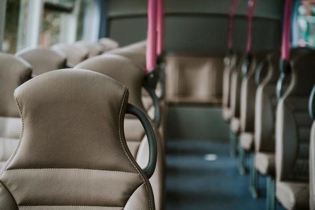 Interno di un trasporto pubblico di autobus Foto Gratuite