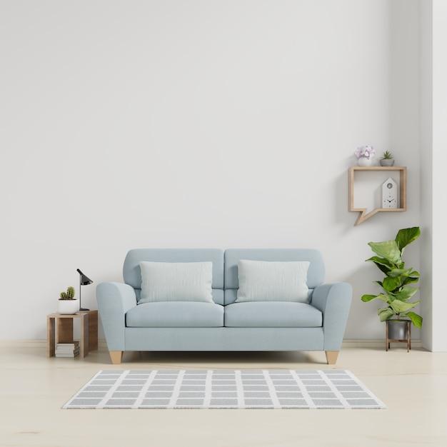 Interno moderno del salone con il sofà e le piante verdi, lampada, tavola sul fondo bianco della parete. Foto Premium