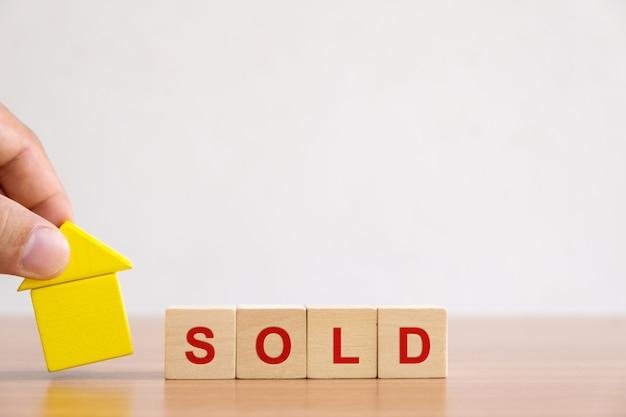 Investimenti immobiliari e mutui immobiliari. Foto Premium
