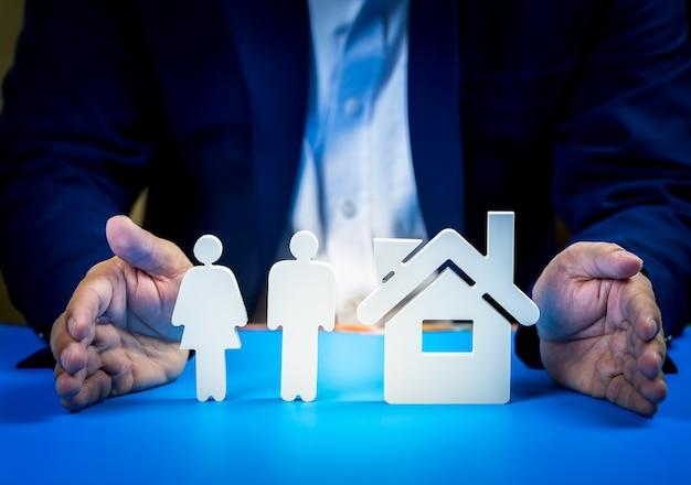 Investire in immobili per il futuro, la famiglia e l'istruzione, il credito e il banking. Foto Premium