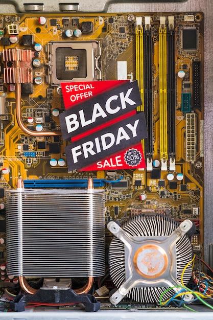 Iscrizione del black friday nel case del computer Foto Gratuite
