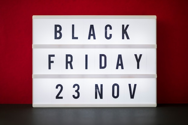 Iscrizione del black friday su lavagna luminosa Foto Gratuite