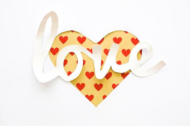 Iscrizione Di Amore Con Cuore Tagliato Da Carta Scaricare Foto Gratis