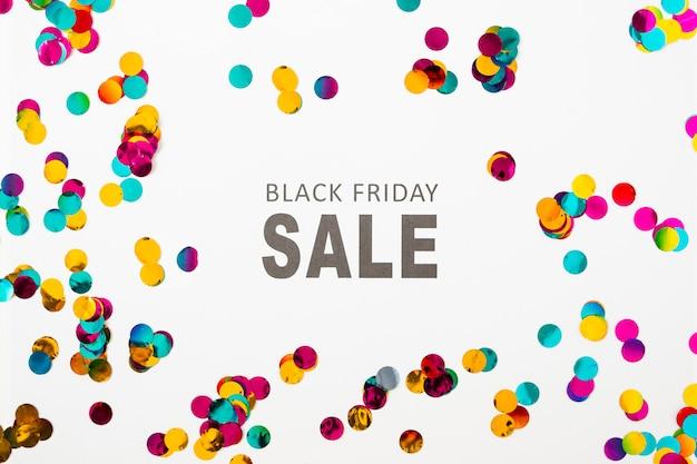 Iscrizione di vendita di black friday sulla tavola bianca Foto Gratuite