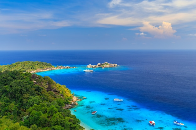 Isola di similan al mare delle andamane, phuket, tailandia Foto Premium