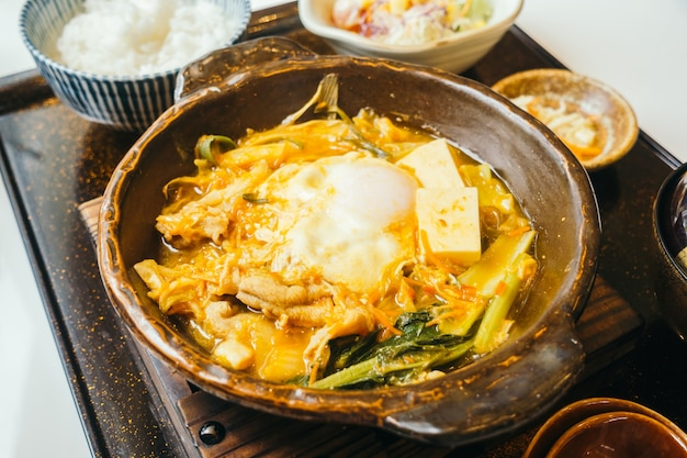 Kimchi nabe in piatto caldo con riso Foto Gratuite