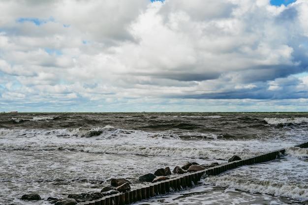 Kiting sul freddo mar baltico Foto Gratuite