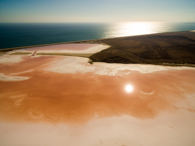 Koyashskoe rosa lago salato in crimea Foto Gratuite