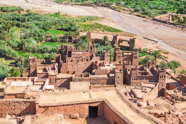 Ksar ait benhaddou vista dall'alto, ouarzazate, marocco. Foto Premium