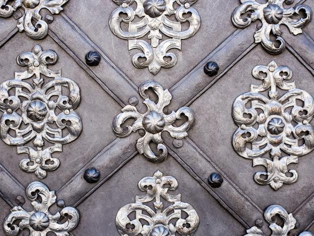 L'arte e il modello di intagliare argenteria, ornamento in metallo Foto Premium
