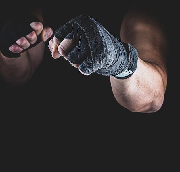 L'atleta sta in una posizione di combattimento Foto Premium