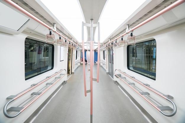 L'interno vuoto dell'auto della metropolitana Foto Premium