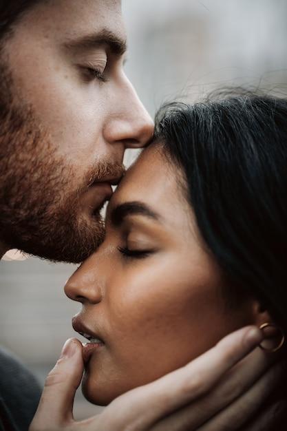 donna bianca uomo indiano dating Serbo singoli siti di incontri