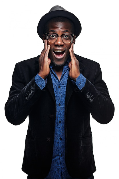 L'uomo di colore con espressione sorpresa Foto Gratuite