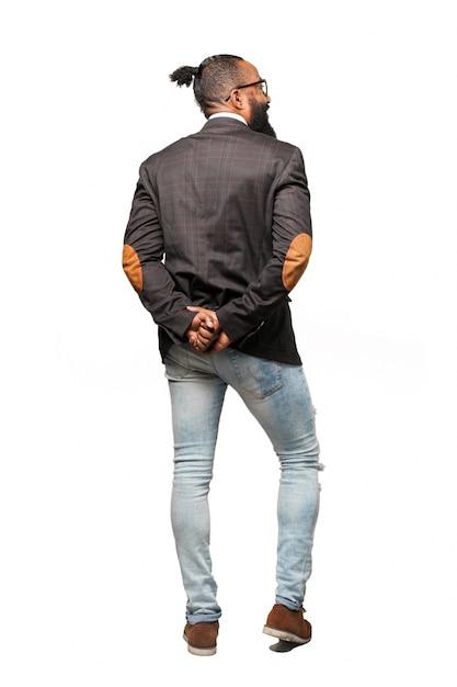 L'uomo in giacca e jeans con le mani per eseguire il | Foto