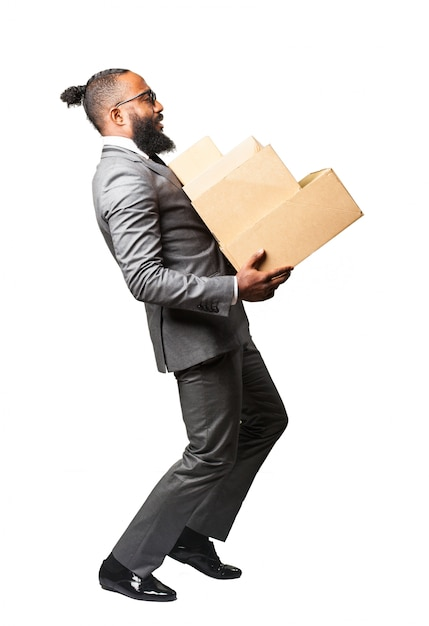 L'uomo in tuta con un mazzo di scatole Foto Gratuite