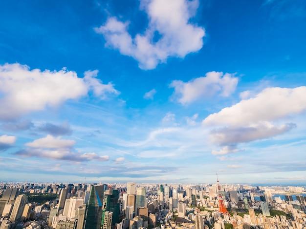 La bella architettura e la costruzione intorno alla città di tokyo con tokyo si elevano nel giappone Foto Gratuite