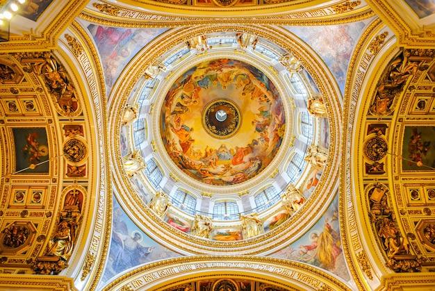 La cattedrale di isaac ha ricevuto i visitatori dopo il restauro Foto Premium