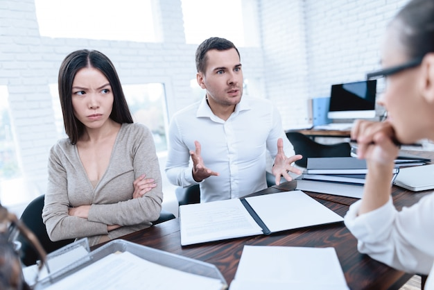 La coppia litiga e discute. Foto Premium