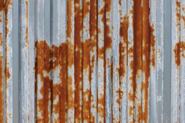 La corrosione dello zinco zincato arrugginito è la Foto Premium