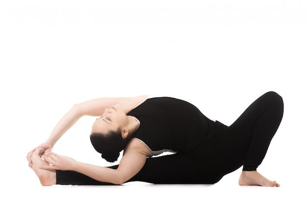 La donna con la schiena alla gamba Foto Gratuite