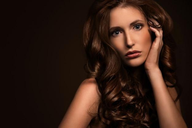 La donna molto sexy mostra il suo aspetto naturale Foto Gratuite