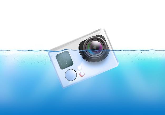 La fotocamera di azione affonda in acqua. Foto Premium