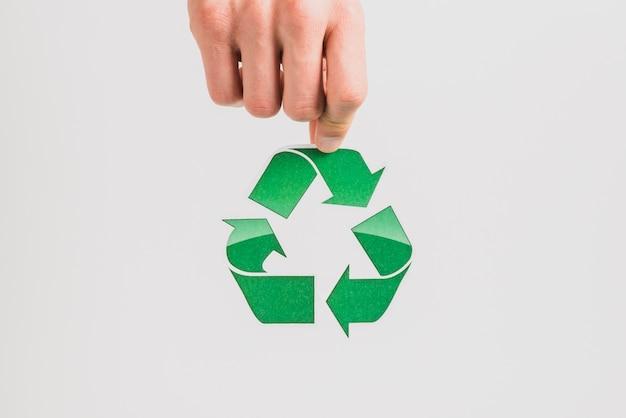 La holding della mano ricicla il simbolo su fondo bianco Foto Gratuite