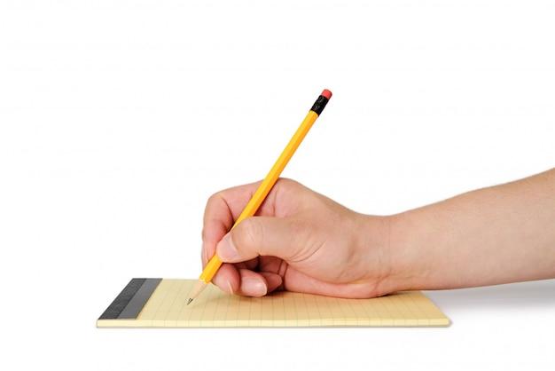 La mano dell'uomo che tiene una matita su una carta per appunti. Foto Premium