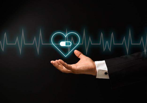 La mano dell'uomo con il concetto di salute Foto Premium