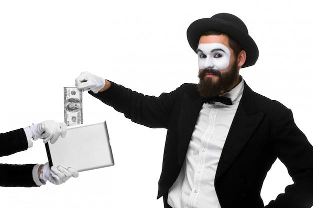 La mano dell'uomo d'affari sotto forma di soldi dell'estratto del mimo dal pc della compressa Foto Gratuite
