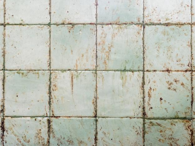 La parete della cucina si sporca di grasso cucinando Foto Premium