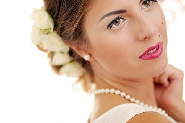 La ragazza sveglia e giovane prepara per il matrimonio Foto Gratuite