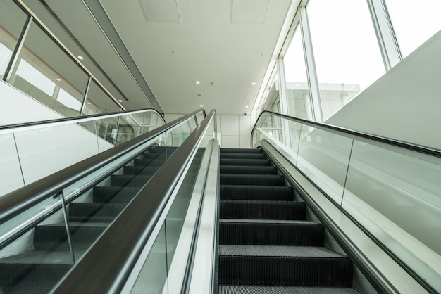 La scala mobile è nel centro commerciale Foto Premium