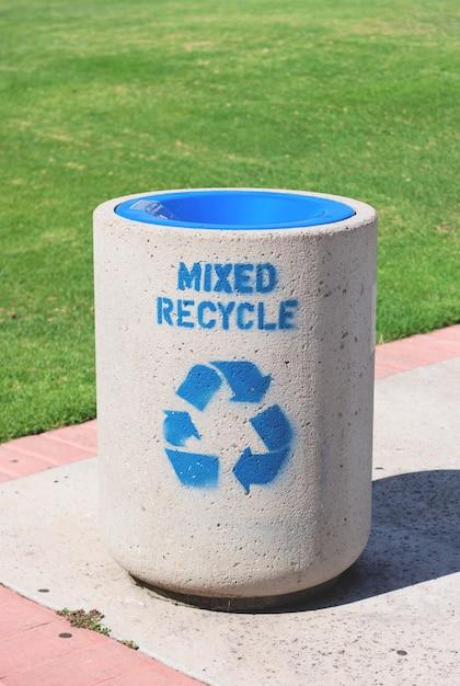 La selezione ricicla il colore pulito può Foto Gratuite