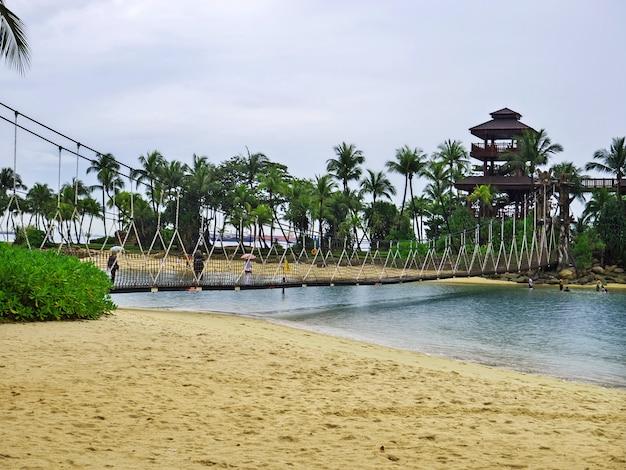 La spiaggia dell'isola di sentosa, singapore Foto Premium