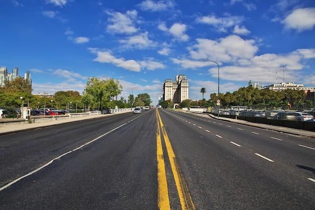 La strada in città Foto Premium