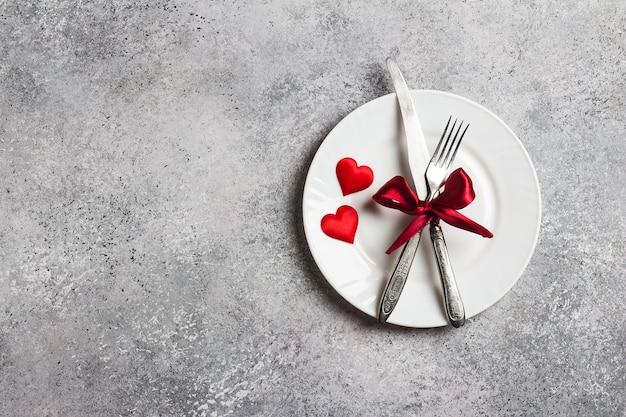 La tavola del giorno di san valentino che regola la cena romantica mi sposi nozze Foto Gratuite