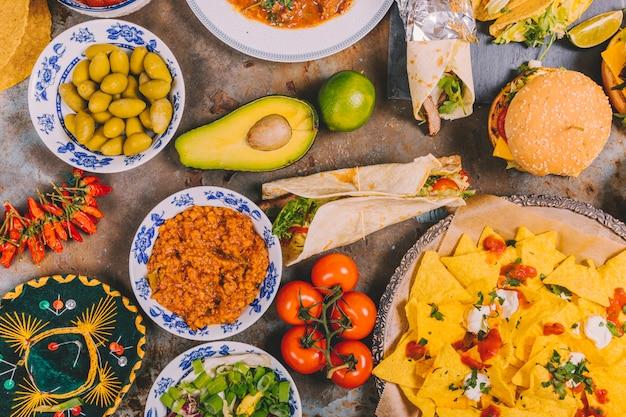 La varietà di cucina messicana variopinta cucina i piatti fondo rustico Foto Gratuite