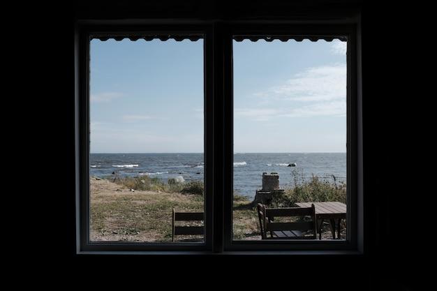 La vista della città da una finestra Foto Gratuite
