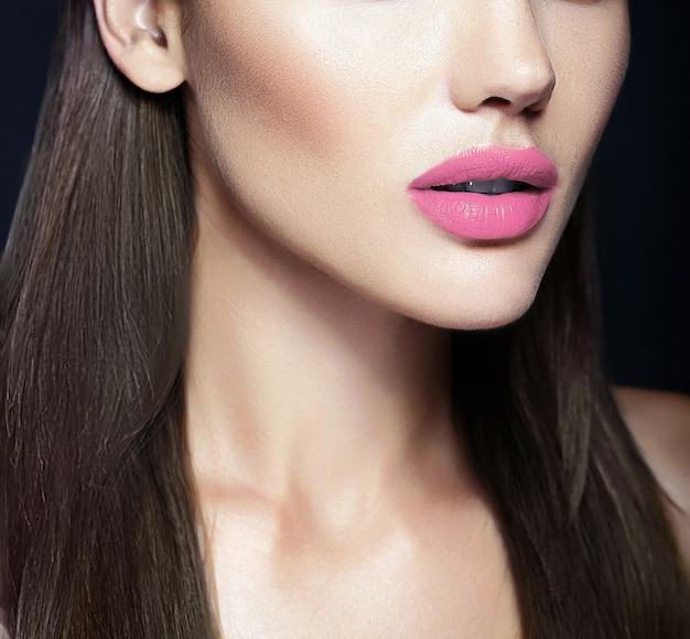 Labbra naturali perfette del modello sexy bella donna Foto Gratuite