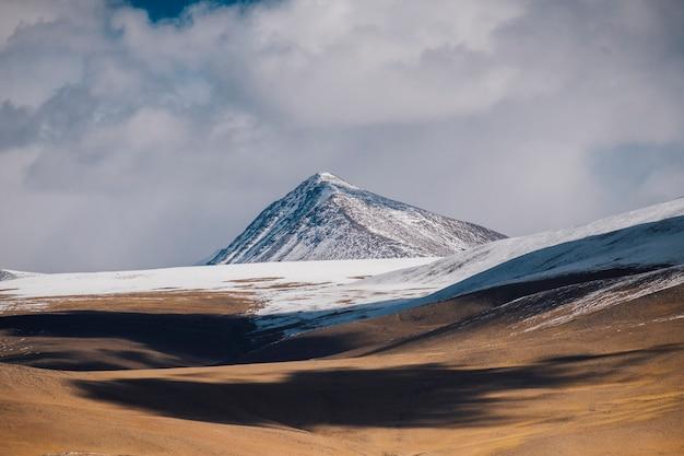 Lago e montagna pangong in leh ladakh, india Foto Gratuite