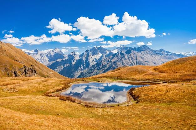 Lago koruldi, svaneti Foto Premium
