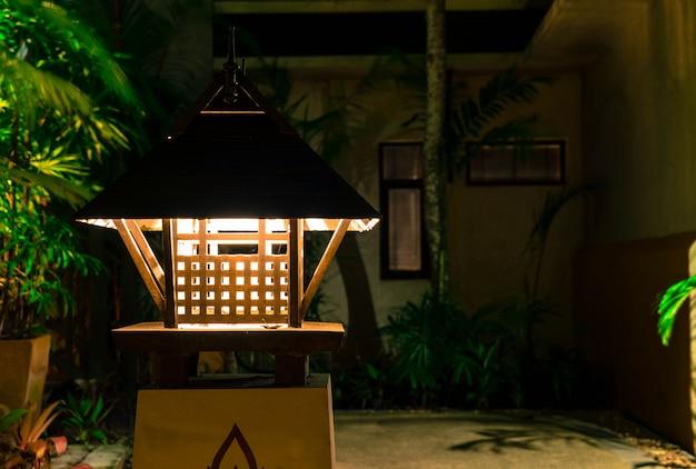Lampada antica all'aperto Foto Gratuite