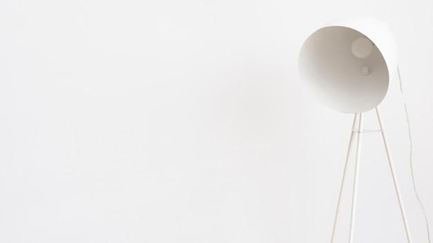 Lampada da terra bianca minimalista Foto Gratuite