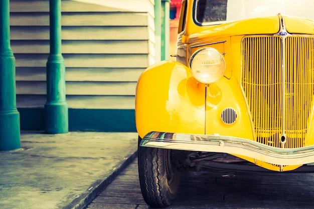 Lampada frontale di un'auto d'epoca classica Foto Gratuite
