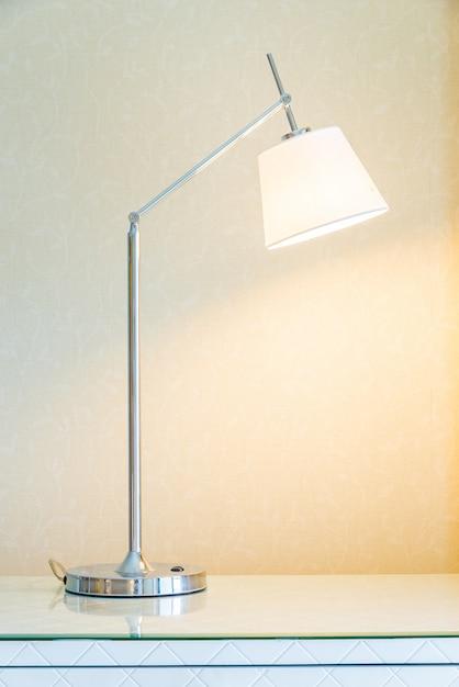 Lampada nella camera da letto Foto Gratuite