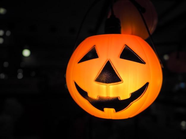 Lanterna della presa della testa della zucca di halloween con