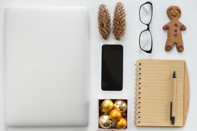 Decorazioni Natalizie Per Ufficio.Laptop Chiuso Telefono Cellulare Forniture Per Ufficio E